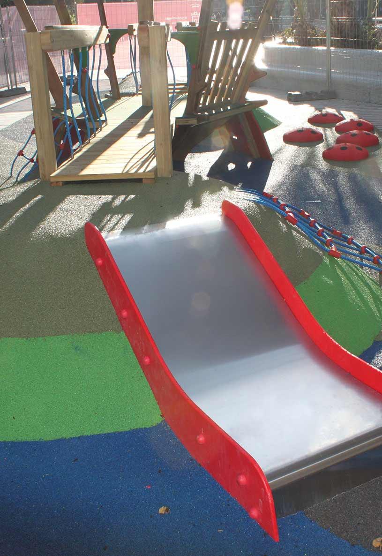 Parques infantiles realizados con caucho SBR